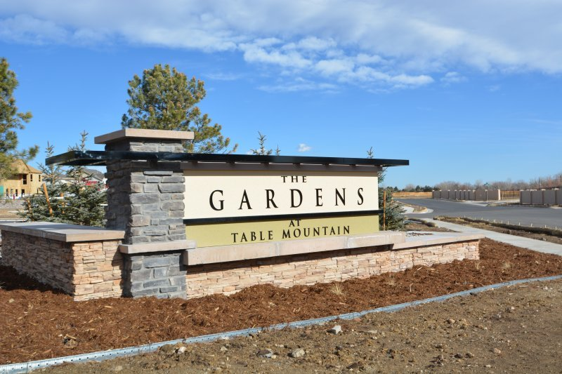 landscaping your monument sign