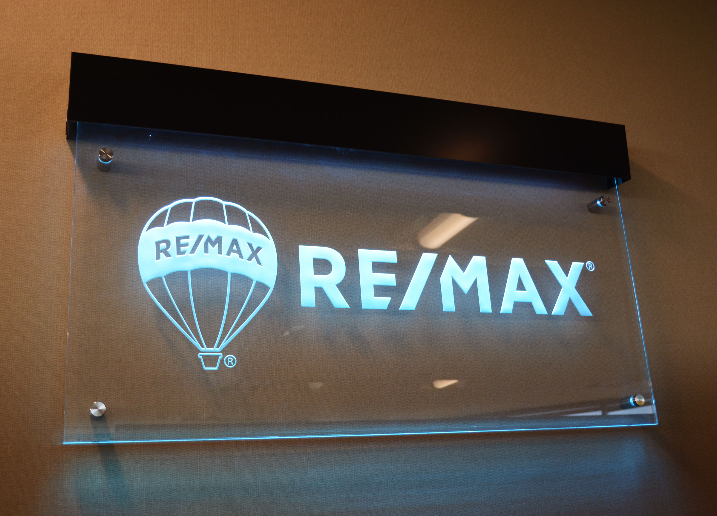Re Max Edge Lit Glass Sign Wall Mounted 24 Quot X 48